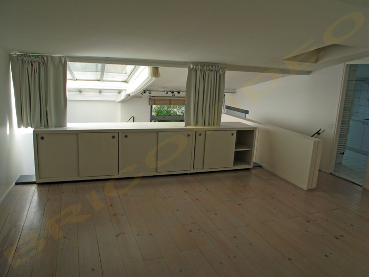 placard avec rideau amenagement dressing dressing ouvert avec rideau et tagres blanc with. Black Bedroom Furniture Sets. Home Design Ideas